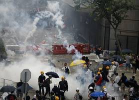 Hong Kong police fire tear gas at protesters opposing extradition law