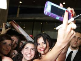selena gomez, one of the most-followed people on instagram, says she doesn't have the app on her phone (fb)