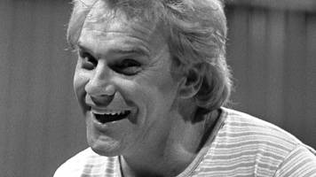 Freddie Starr fans to say farewell at comedian's funeral