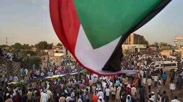 Sudan Military Officers Arrested In Connection With Protester Deaths