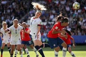 Julie Ertz's powerful header gives the United States a 2-0 lead vs. Chile