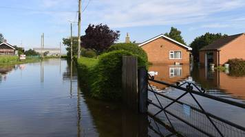 wainfleet flooding: homes remain evacuated until friday