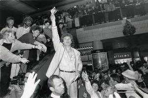 were you in the crowd when soap heart-throb was mobbed during 1986 leicester visit?