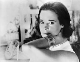 gloria vanderbilt, new york artist, model, heiress and socialite, dies at 95