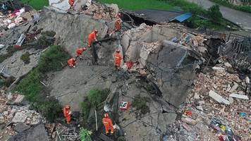 Deadly earthquake hits China's Sichuan province