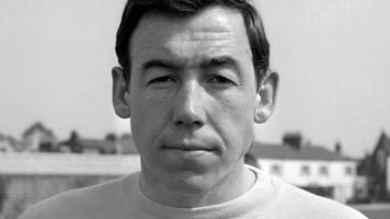 contracts signed by keeper gordon banks sell for £8,900