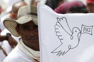 farc leader calls on colombia to protect former rebels