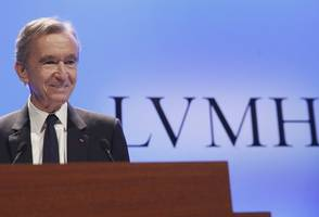 lvmh's bernard arnault enters $100 billion club, in league with bill gates, jeff bezos