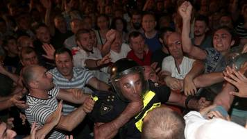 georgia clashes: parliamentary speaker forced to resign