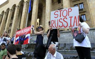 russians hit out at kremlin ban on flights to georgia