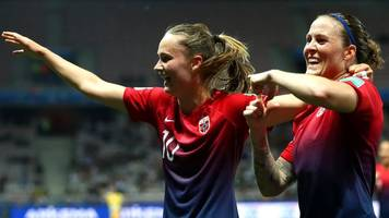 norway beat 10-player australia on penalties to reach world cup last eight