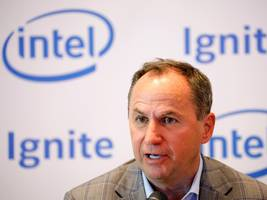 intel reportedly plans to slash chip prices. analysts say the move makes sense at a time when the tech giant is falling behind archrival amd. (intc, amd)