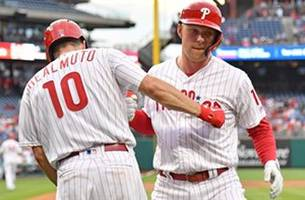 rhys hoskins hits 18th dinger of the year in win over mets