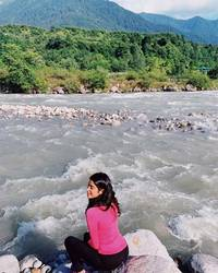 see photos: janhvi, khushi kapoor are vacationing with friends in the mountains