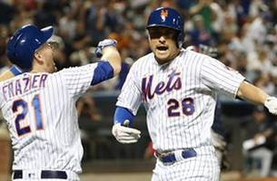 davis and conforto smack pair of doubles in the 8th to lead mets past yankees