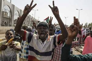 sudan protest leaders agree to talks with ruling generals