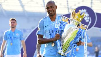 fernandinho to be offered new man city contract despite arrival of rodri as his replacement