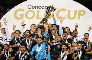 watch mexico lift the gold cup trophy for a record 8th time