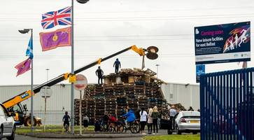 police urged not to intervene to remove contentious loyalist bonfire
