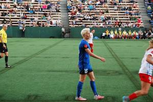 megan rapinoe touches on equal pay fight, calls for everyone to be better in uswnt ...
