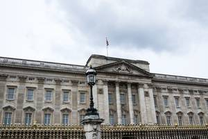 unwelcome visitor at buckingham palace ⁠— man arrested for breaching gates