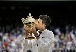 novak djokovic beats roger federer in centre court classic