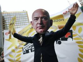 14 reasons to feel good about buying from amazon and 8 reasons not to (amzn)