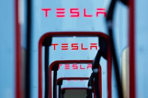 tesla workers describe using electrical tape to fix parts and working through cold temperatures to meet model 3 production goals, report says (tsla)