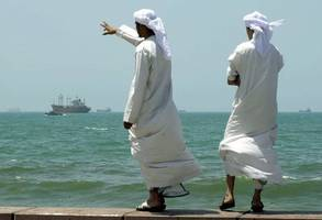 uae plans oil trade overhaul to boost middle eastern clout
