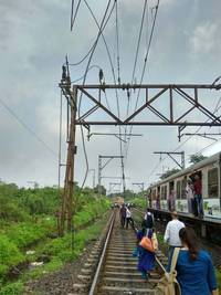 mumbai: central railway services resume after ohe problem leaves thousands stranded