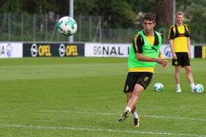 pulisic makes 1st appearance for chelsea, in exhibition