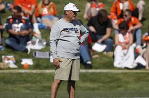 Broncos' new coach Fangio a mix of old-fashioned, newfangled