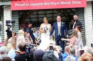 horse-loving couple get married at the royal welsh show