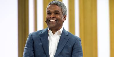 there's a growing list of signs that new ceo thomas kurian is starting to make google cloud more successful with big companies (goog, googl)
