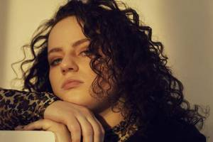 Áine's 'dislocated' is expertly etched
