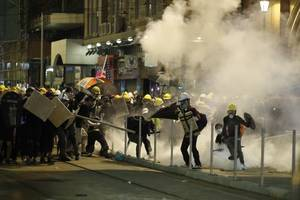 6 men, with link to triads, held over hong kong mob attack