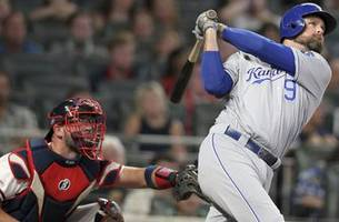 gordon, duda go deep as royals hang on for 5-4 victory over braves