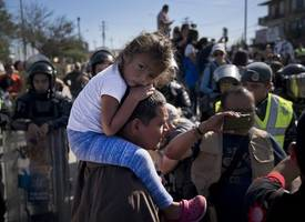 mexican police kill migrant in front of his daughter as he was trying to cross to the u.s.