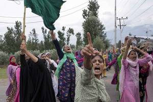 pakistan suspends last remaining rail link to india over kashmir policy