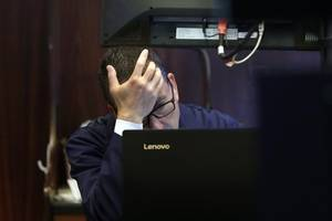 Wall Street falls on geopolitical tensions, recession fears