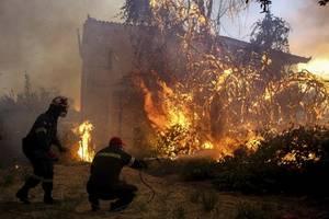 hundreds evacuated on the greek island of evia as wildfire spreads