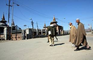 Kashmir: Major mosques remain closed for Eid as Indian security crackdown continues