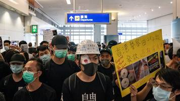 Hong Kong's Airport Protests Turn Chaotic And Violent