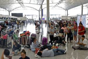 Hong Kong protesters apologise for disruption at airport, plan to suspend demonstrations