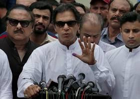 Kashmir: Pakistan's Khan vows to 'fight until the end'