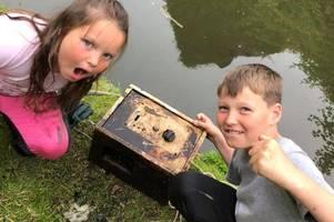 Tamworth kids find safe while magnet fishing