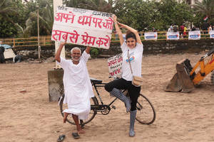 radio city's 'plastic-free beaches' mission culminated with a clean-up drive at juhu beach