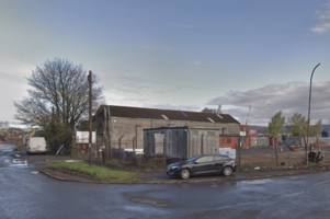 fire crews rush to large building blaze after reports of 'explosions' in renfrew