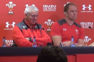 the moment warren gatland dismisses 'really old' jj williams in stinging press conference jibe