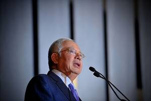 judge postpones 2nd corruption trial of malaysia's former pm